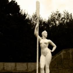 Большой Ногами-Девушка с веслом