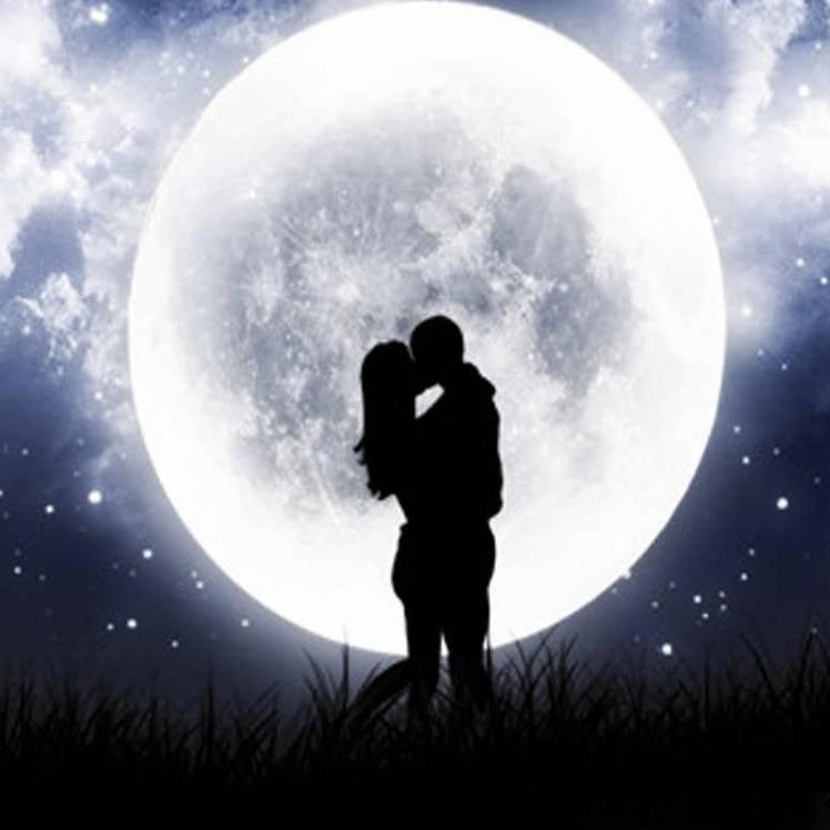 Космонавт-Поцелуй под луной